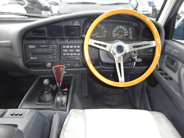 新品オリジナルシートカバー!!ウッドハンドルとウッドシフトでクラシカルな印象です。 | トヨタ ランドクルーザー80 4.5 VXリミテッド 4WD アルルブルーオールP 60丸目換装