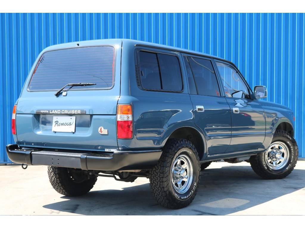 車体のカラーとメッキホイールのバランスも良いですね。 | トヨタ ランドクルーザー80 4.5 VXリミテッド 4WD アルルブルーオールP 60丸目換装