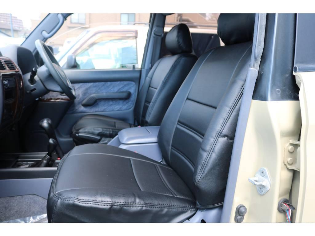 ブラックシートカバーを装備し、カッコイイ車内になっております!