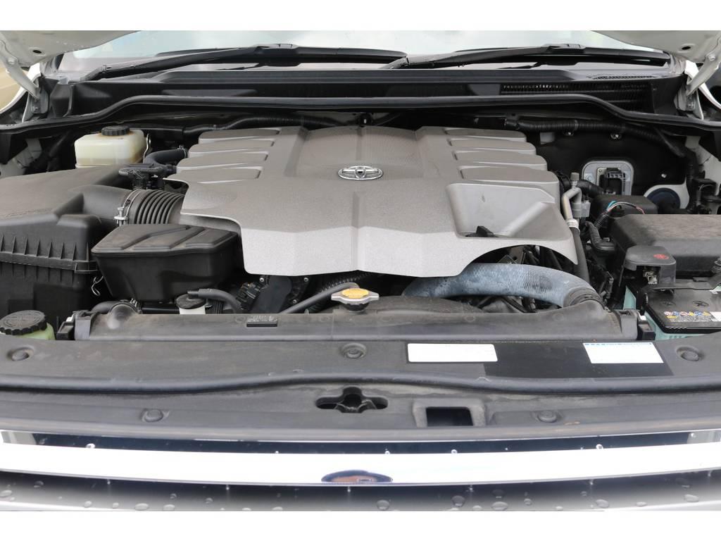 4WDの頂点に君臨するランドクルーザーの耐久性の高い4600ccのV8エンジンです。