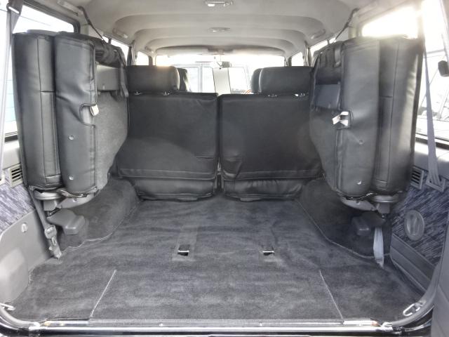 ラゲッジルームもご覧の通りキレイな状態です。 | トヨタ ランドクルーザープラド 3.0 SXワイド ディーゼルターボ 4WD ブラックオールP 新品2インチリフトUP