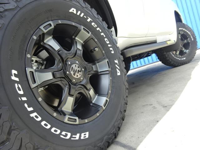 新品MGヴァンパイア17インチAW&BFグッドリッチタイヤ。FLEXオリジナルカラーのホイールです。