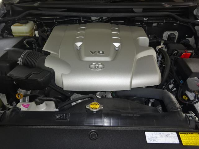 耐久性の高い4700ccのV8エンジンです。