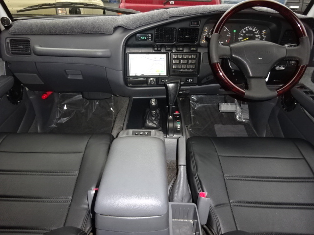 最新のナビの取り付けもお任せ下さい。 | トヨタ ランドクルーザー80 4.5 VXリミテッド アクティブバケーション 4WD ブラックオールP 3インチリフトUP