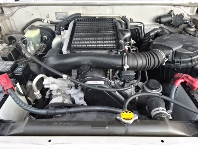 耐久性の高い1KZ、3000ccディーゼルターボエンジンです。