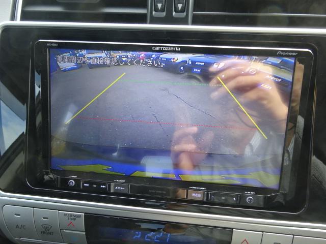 駐車時に便利なバックカメラ付き。