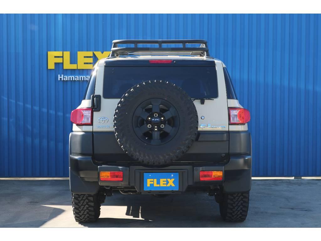 豪華に背面タイヤまで5本、TRDホイール&ジオランダータイヤ付き。