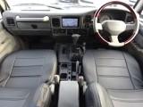 新品ブラックシートカバー、ウッドコンビハンドル付き。カロッツェリアHDDナビも付いて装備も充実しております。