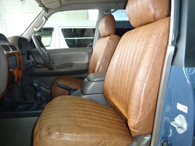 車体のカラーにも良く合うブラウンのシートカバーを新品取り付け。