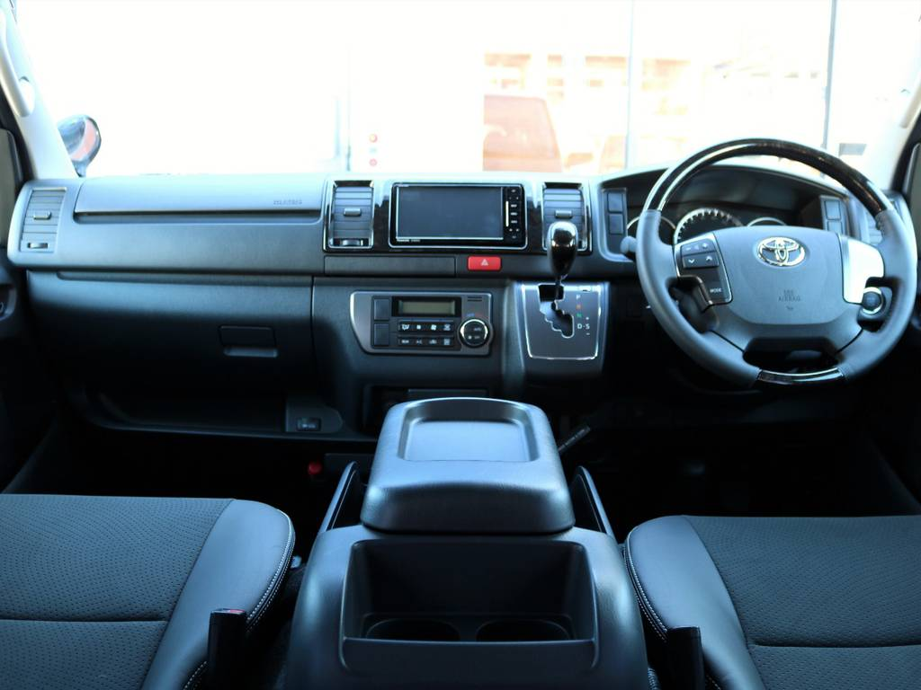特別仕様車ならではの高級感溢れる内装!!
