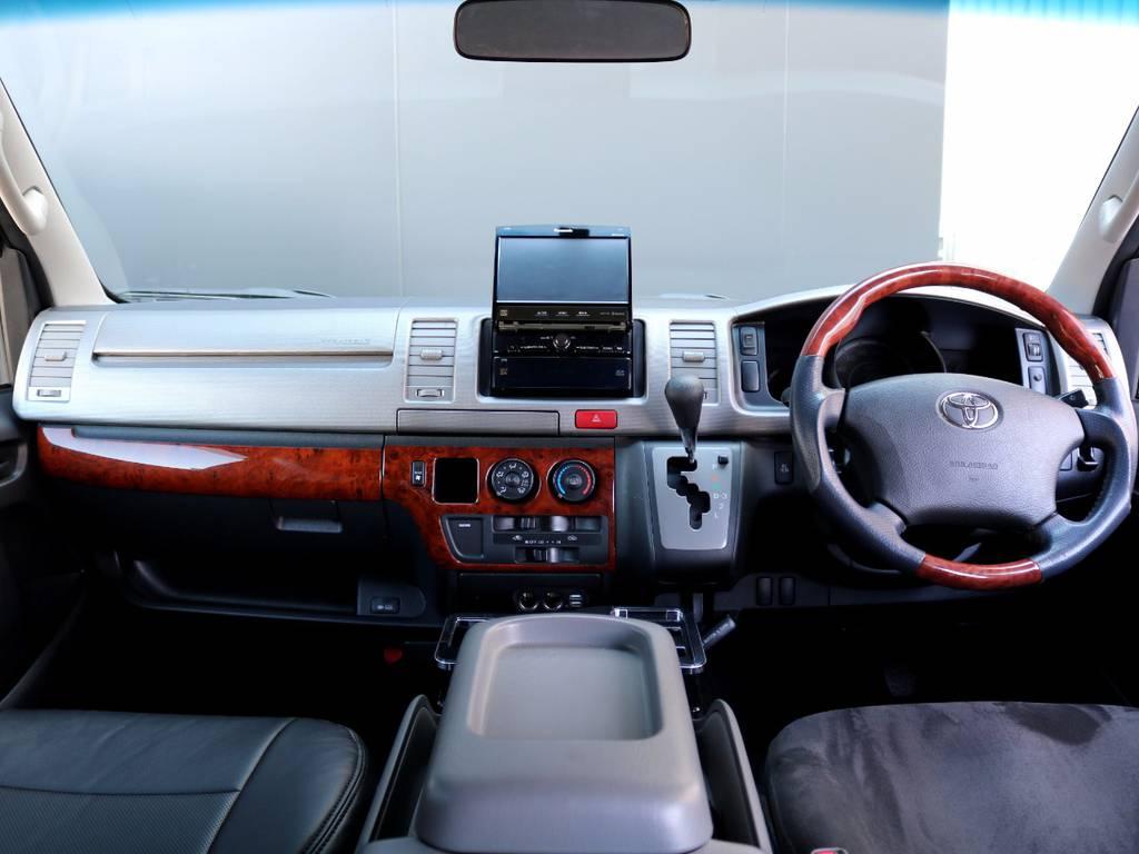 茶木目インテリアキットで高級感溢れる内装!! | トヨタ レジアスエース 3.0 スーパーGL ロングボディ ディーゼルターボ 4WD
