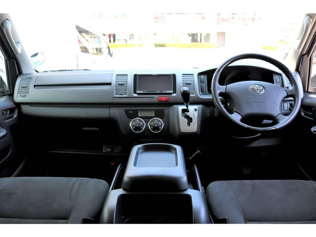 シンプルで機能的なキャビン!! | トヨタ レジアスエース 3.0 スーパーGL プライムセレクション ロングボディ ディーゼルターボ 4WD