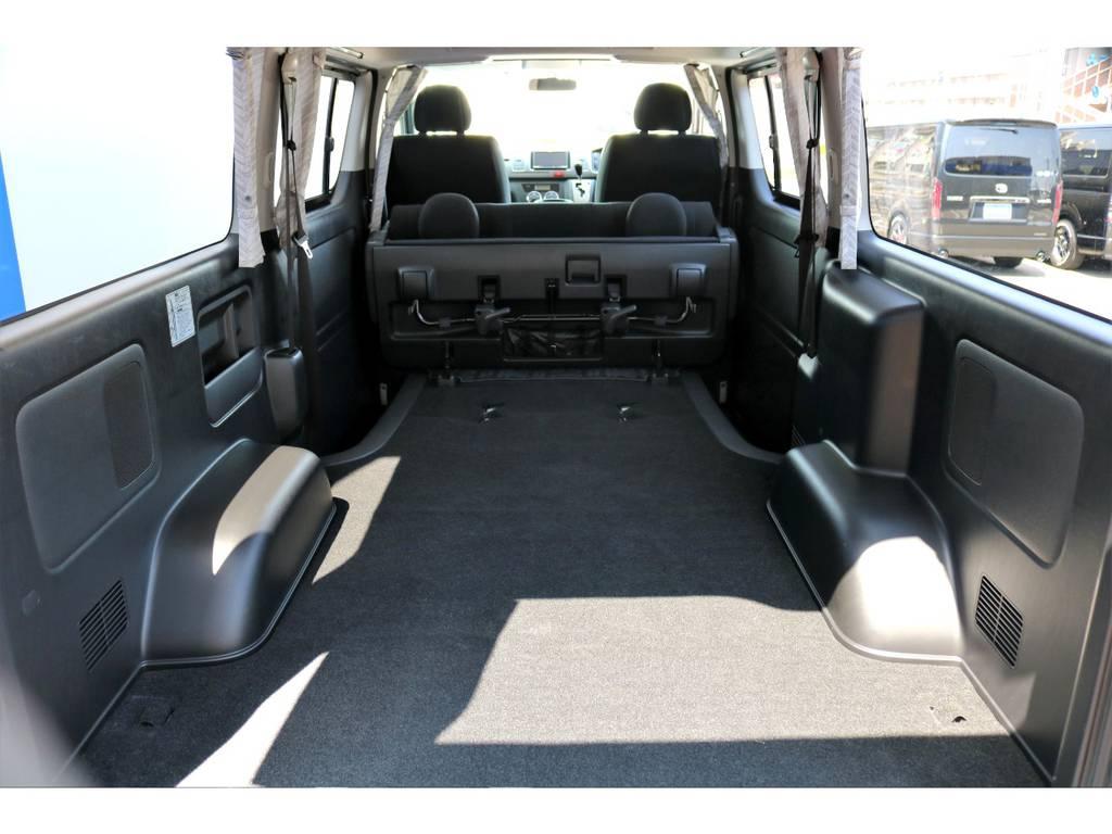 セカンドシートを跳ね上げると広い荷室がさらに広々と使えます!! | トヨタ レジアスエース 3.0 スーパーGL プライムセレクション ロングボディ ディーゼルターボ 4WD