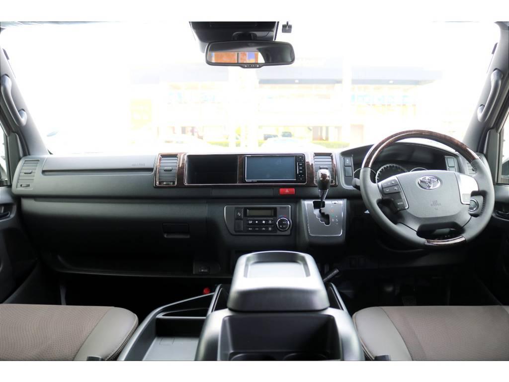 50THアニバーサリーリミテッド専用の高級感溢れる内装!!   トヨタ ハイエースバン 2.7 スーパーGL 50THアニバーサリー リミテッド ワイド ミドルルーフ ロングボディ4WD
