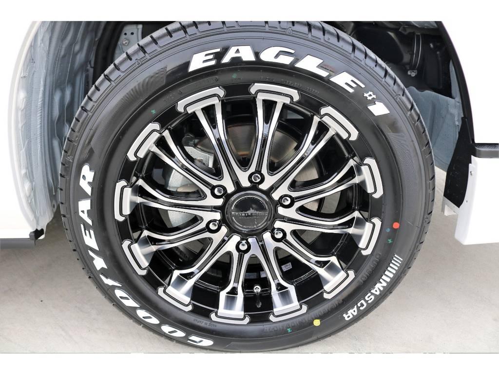 足元にはバトルシップ17インチアルミにナスカーホワイトレタータイヤをインストール!!   トヨタ ハイエースバン 2.7 スーパーGL 50THアニバーサリー リミテッド ワイド ミドルルーフ ロングボディ4WD