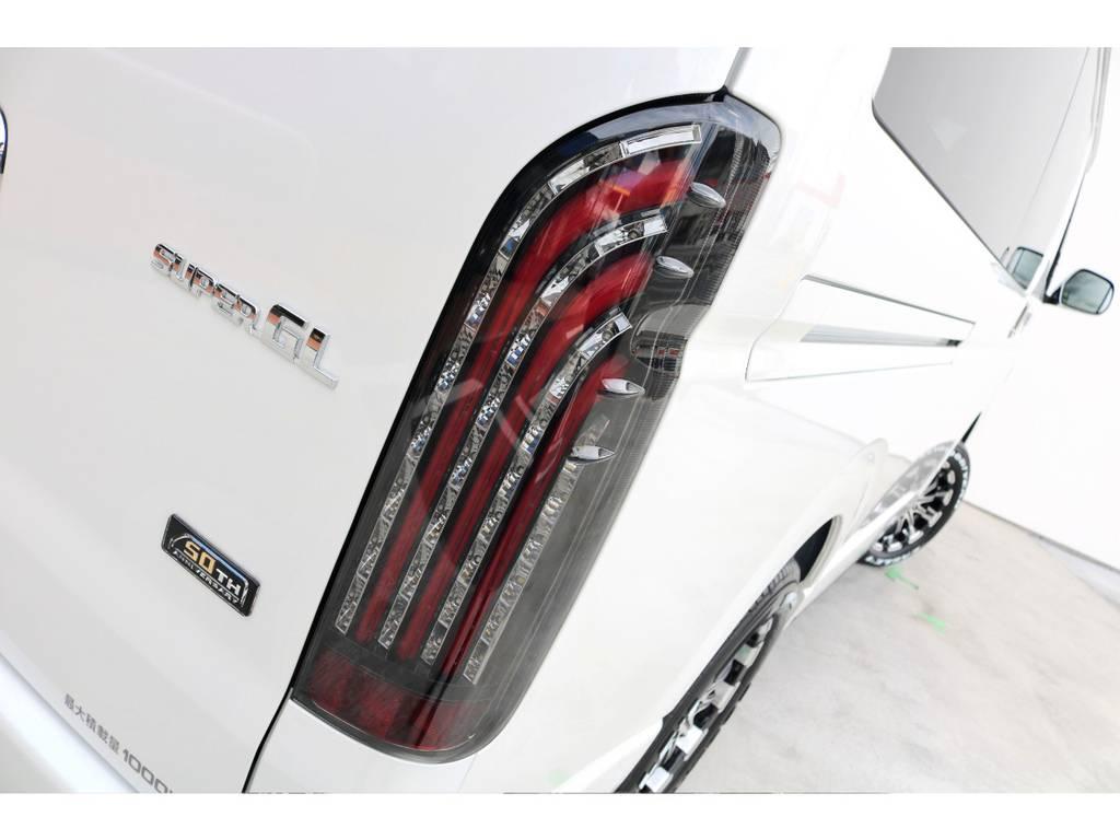 FLEXオリジナル煌きレッドLEDテール!!   トヨタ ハイエースバン 2.7 スーパーGL 50THアニバーサリー リミテッド ワイド ミドルルーフ ロングボディ4WD