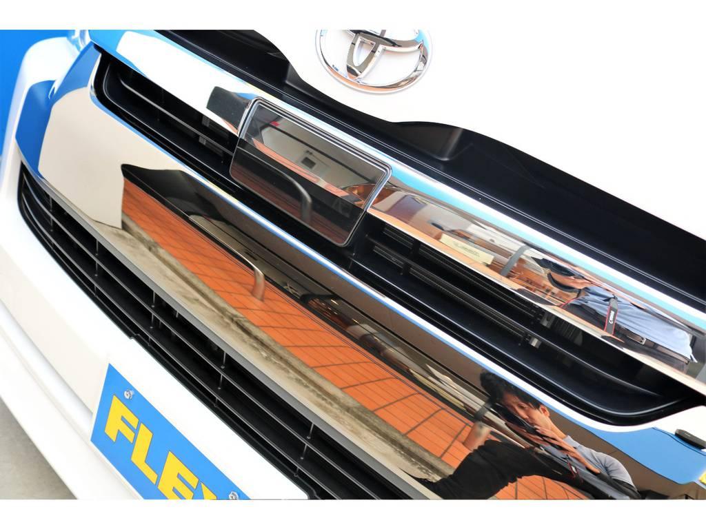 グリルは上下別色の特別カラー!!   トヨタ ハイエースバン 2.7 スーパーGL 50THアニバーサリー リミテッド ワイド ミドルルーフ ロングボディ4WD