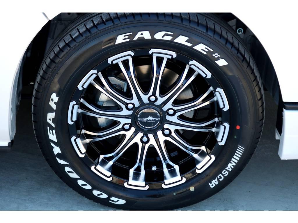 足元にはバトルシップ17インチアルミにナスカーホワイトレタータイヤをインストール!! | トヨタ ハイエースバン 2.7 スーパーGL 50THアニバーサリー リミテッド ワイド ミドルルーフ ロングボディ4WD ベッドキットPKG