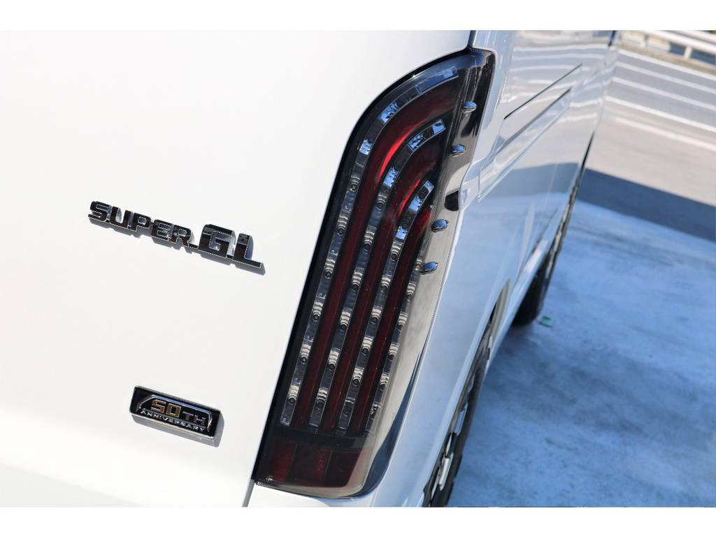 FLEXオリジナル煌きレッドLEDテール!! | トヨタ ハイエースバン 2.7 スーパーGL 50THアニバーサリー リミテッド ワイド ミドルルーフ ロングボディ4WD ベッドキットPKG