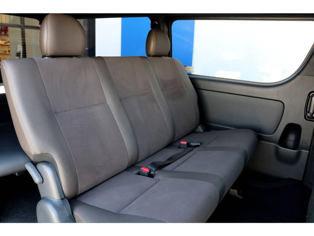 専用シートは高級感があり座り心地も良いですよ!! | トヨタ ハイエースバン 2.7 スーパーGL 50THアニバーサリー リミテッド ワイド ミドルルーフ ロングボディ4WD ベッドキットPKG
