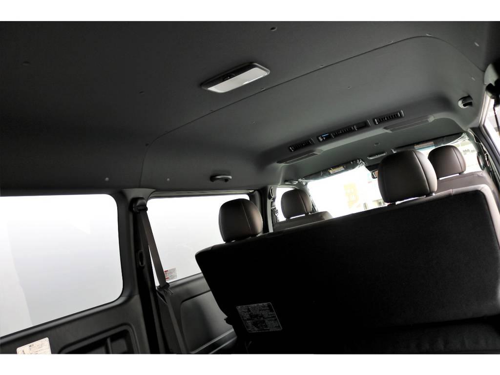 ルーフやピラーがブラックになり高級感UP!! | トヨタ ハイエースバン 2.7 スーパーGL 50THアニバーサリー リミテッド ワイド ミドルルーフ ロングボディ4WD ベッドキットPKG