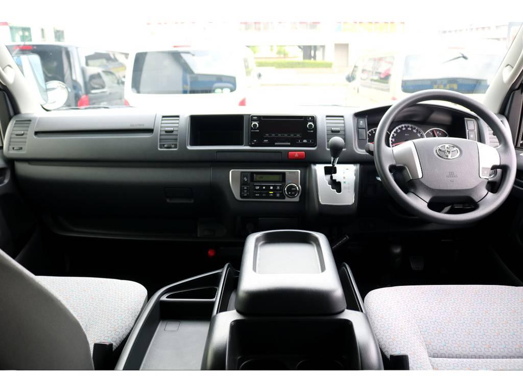 ワイド+ハイルーフ車両ならではの広い運転席空間です!追加カスタムでインテリアパルやコンビステアリングへの交換もお洒落ですね♪ | トヨタ ハイエースコミューター 2.8 GL ディーゼルターボ