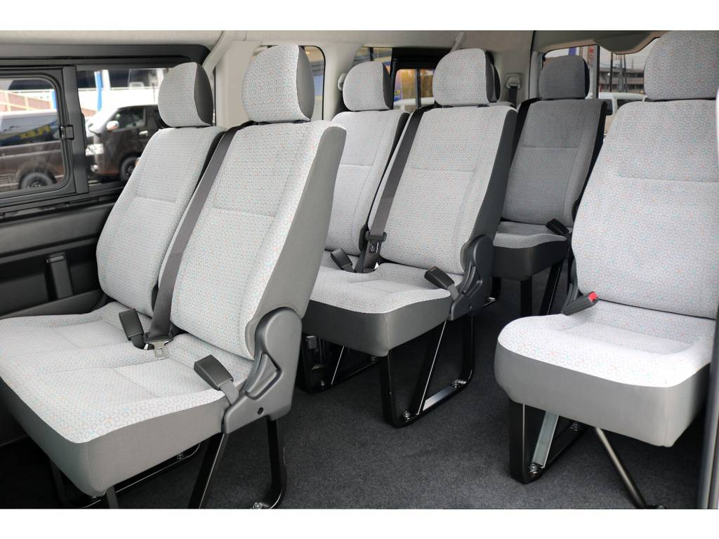 中央部のウォークスルーは使い勝手が良く、後部座席への移動も楽々行うことができます♪ラゲッジスペースも大きく、大荷物+大人数のお出掛けに困らない1台です!