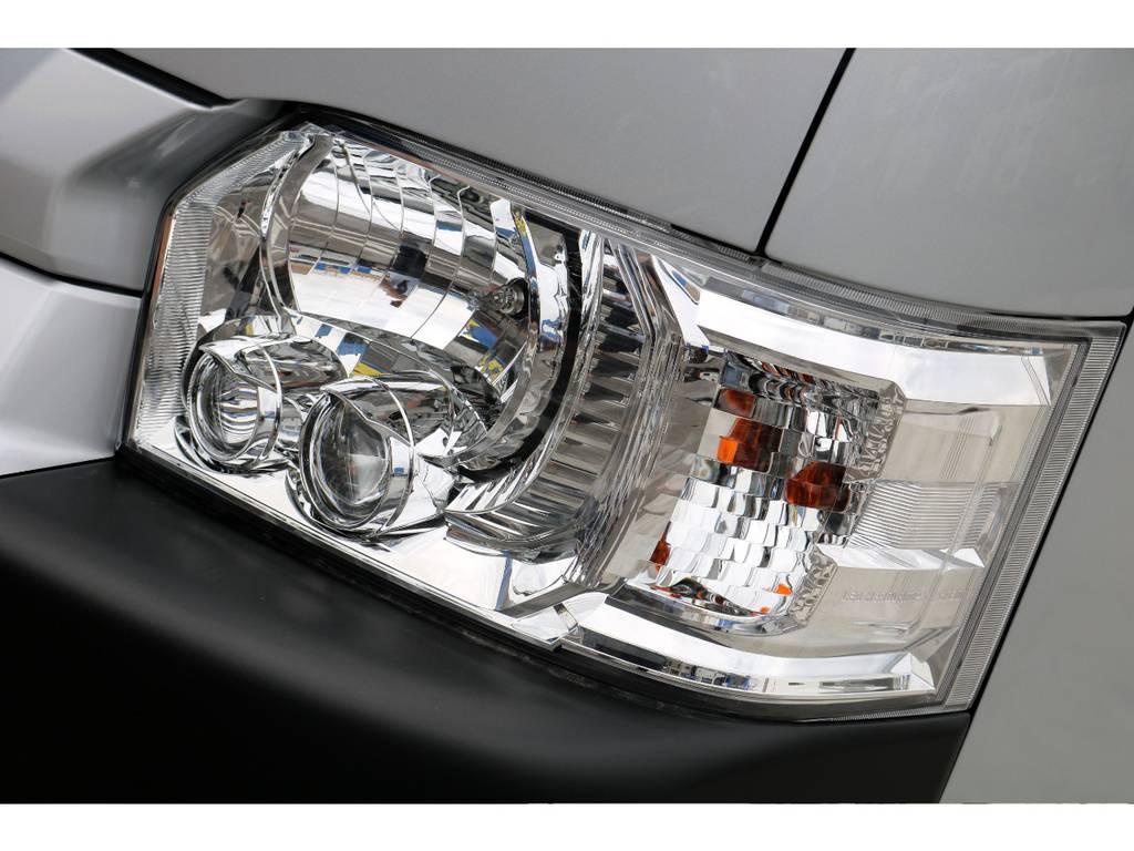 純正オプションLEDヘッドライトを装着済です!プロジェクターヘッドライトの効果は絶大で、透き通る明るさが夜間のドライブを安全にします♪