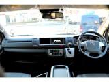 ワイド+ハイルーフ車両ならではの広い運転席空間です!追加カスタムでインテリアパルやコンビステアリングへの交換もお洒落ですね♪