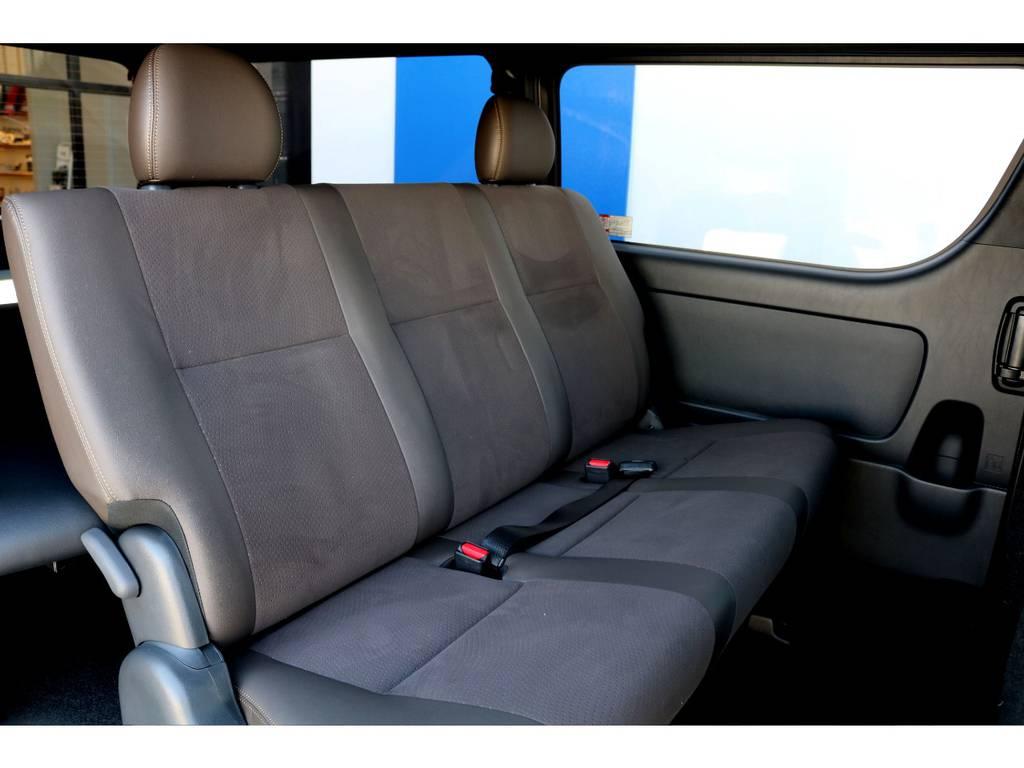 セカンドシートも専用ハーフレザーシートで制作されています♪3名でのご乗車も楽々の広さございます♪ | トヨタ ハイエースバン 2.8 スーパーGL 50TH アニバーサリーLTD ワイド ミドルルーフ ロングボディ Dターボ
