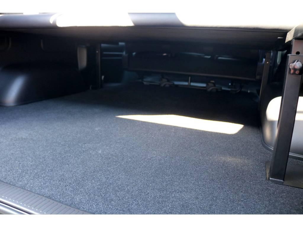 ベッドキット下は1m80cmを超える収納空間がございます!高さを変更出来るので、自分に合う位置に調整いただけます♪ | トヨタ ハイエースバン 2.8 スーパーGL 50TH アニバーサリーLTD ワイド ミドルルーフ ロングボディ Dターボ
