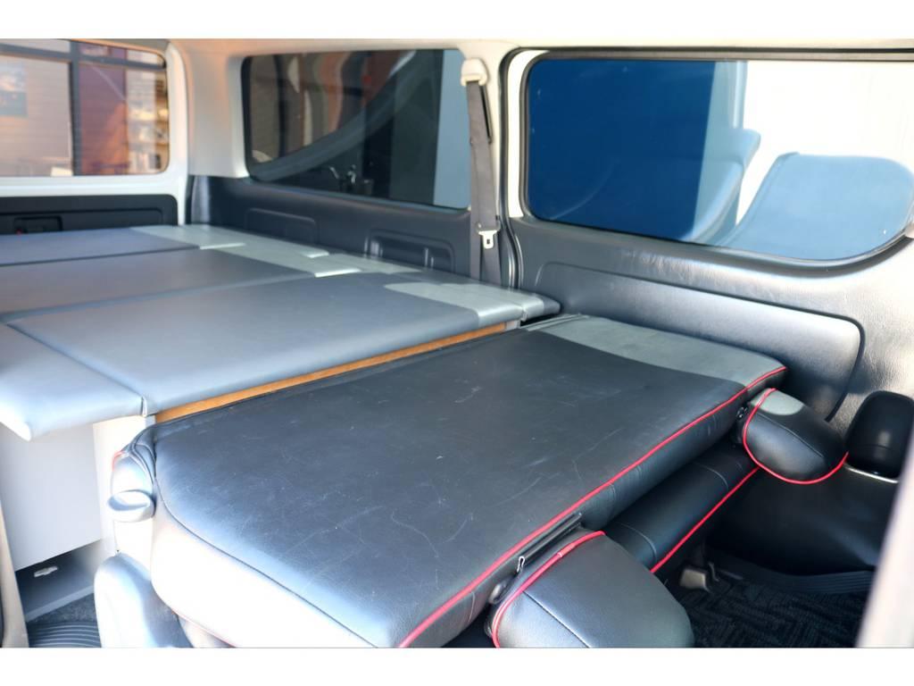 折りたたむとベッドキットと高さが合い、全長2mを超えた寝台が完成致します! | トヨタ ハイエースバン 3.0 スーパーGL ロング ディーゼルターボ ベッドキットPKG