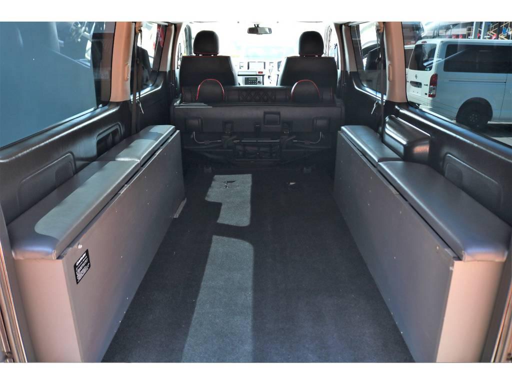 ベッドマットは簡単に取り外しができ、広大なラゲッジルームを確保出来ます♪サブバッテリーシステムを隠し込むと、快適な車中泊も可能ですね♪ | トヨタ ハイエースバン 3.0 スーパーGL ロング ディーゼルターボ ベッドキットPKG