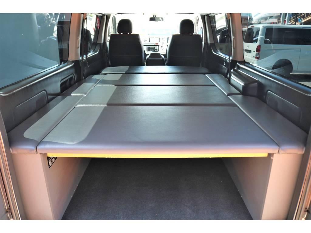 CARVIN製ベッドキットは高さもあり、収納スペースと居住空間を区分けしてお使い頂けます♪ | トヨタ ハイエースバン 3.0 スーパーGL ロング ディーゼルターボ ベッドキットPKG