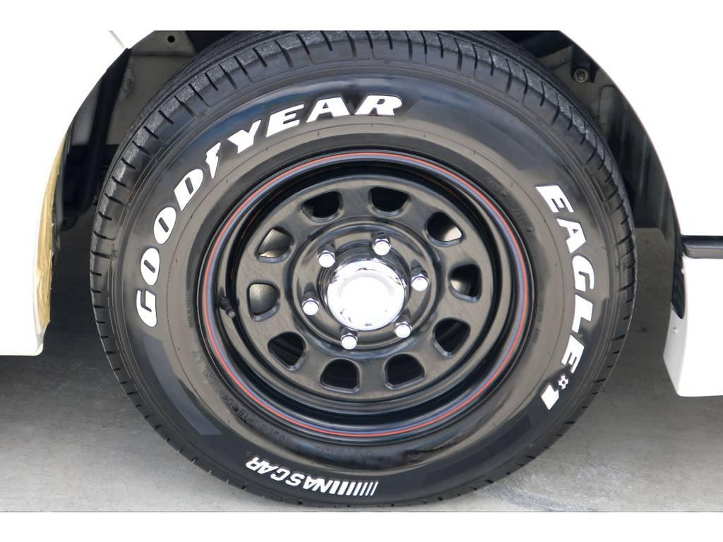 ナスカーホワイトレタータイヤを合わせ、豪華なセットでお取付け済です♪ | トヨタ ハイエースバン 3.0 スーパーGL ロング ディーゼルターボ ベッドキットPKG