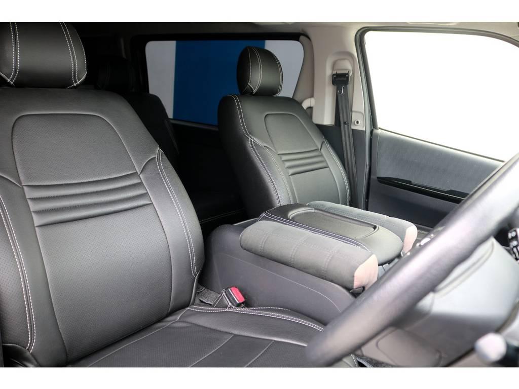 ホワイトステッチが豊富に織り込まれたシートカバーを装着済♪見た目の美しさ+汚れの付着し難さを含め、快適な装備ですね♪
