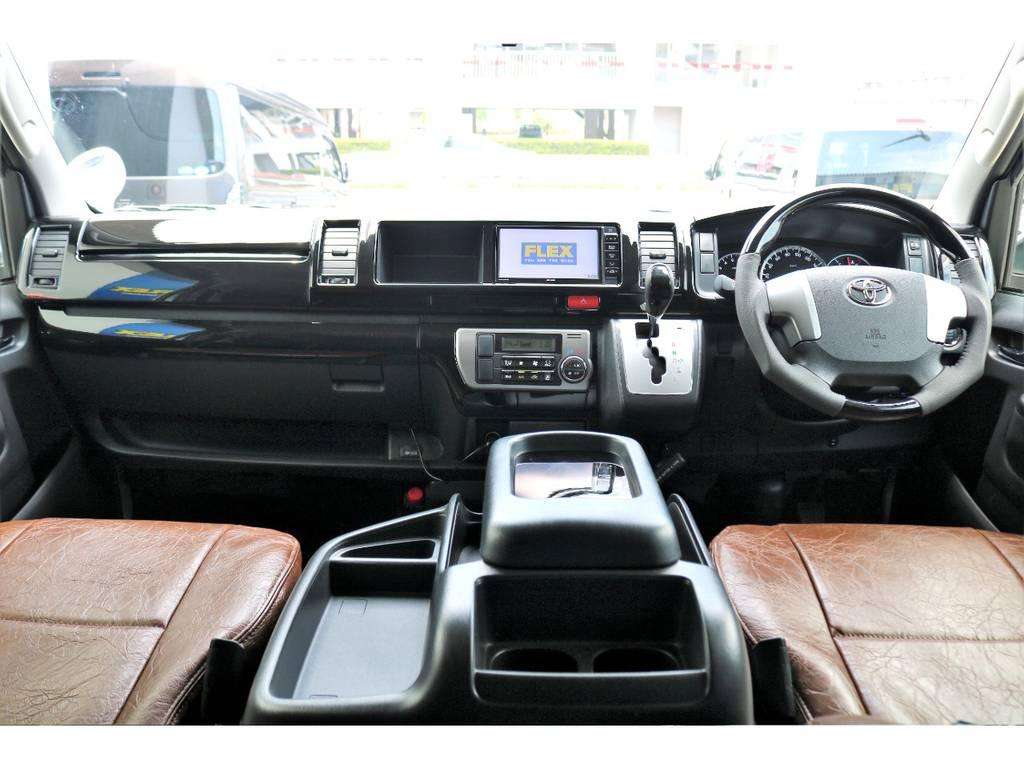インテリアパネル+コンビステアリング+シフトノブがお取付済み!高級感のある運転席です!
