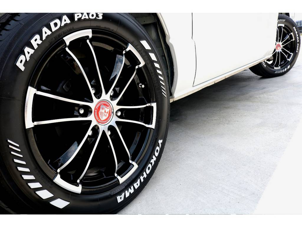 プレミックス シャンクス 17インチアルミ+YOKOHAMA PARADAホワイトレタータイヤ。外装に惜しみの無いカスタムです!