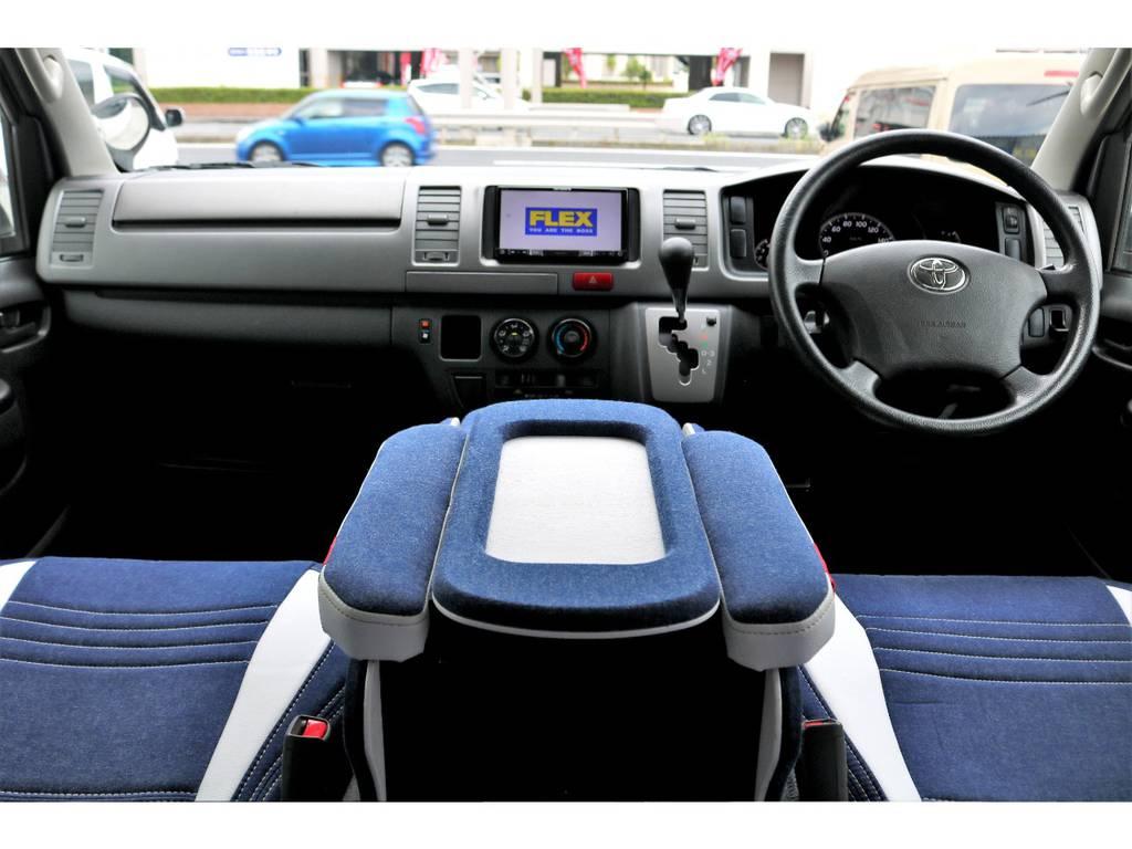 デニム調の生地が車内をカジュアルに演出しています♪ | トヨタ ハイエースバン 3.0 スーパーGL ロング ディーゼルターボ 4WD