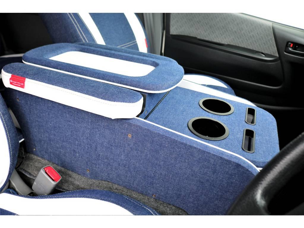 クラフトプラス製のコンソールボックスを装着!収納庫が2つ設けられ、DVD等が多く収められます♪ | トヨタ ハイエースバン 3.0 スーパーGL ロング ディーゼルターボ 4WD