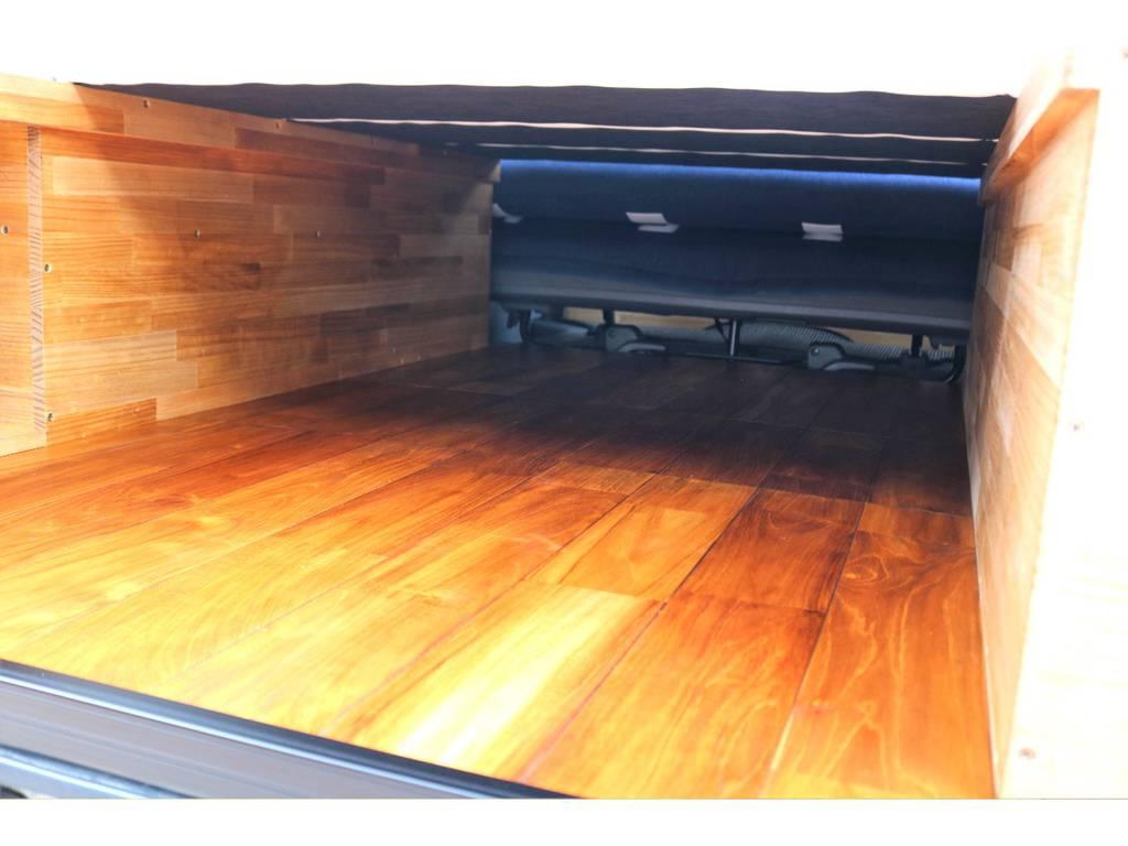 クラフトプラス製の商品は木の温かみもあり、車内が明るく、カジュアルな空間に変化します♪床張りはお掃除も楽々で、荷物の収まりも良いです! | トヨタ ハイエースバン 3.0 スーパーGL ロング ディーゼルターボ 4WD