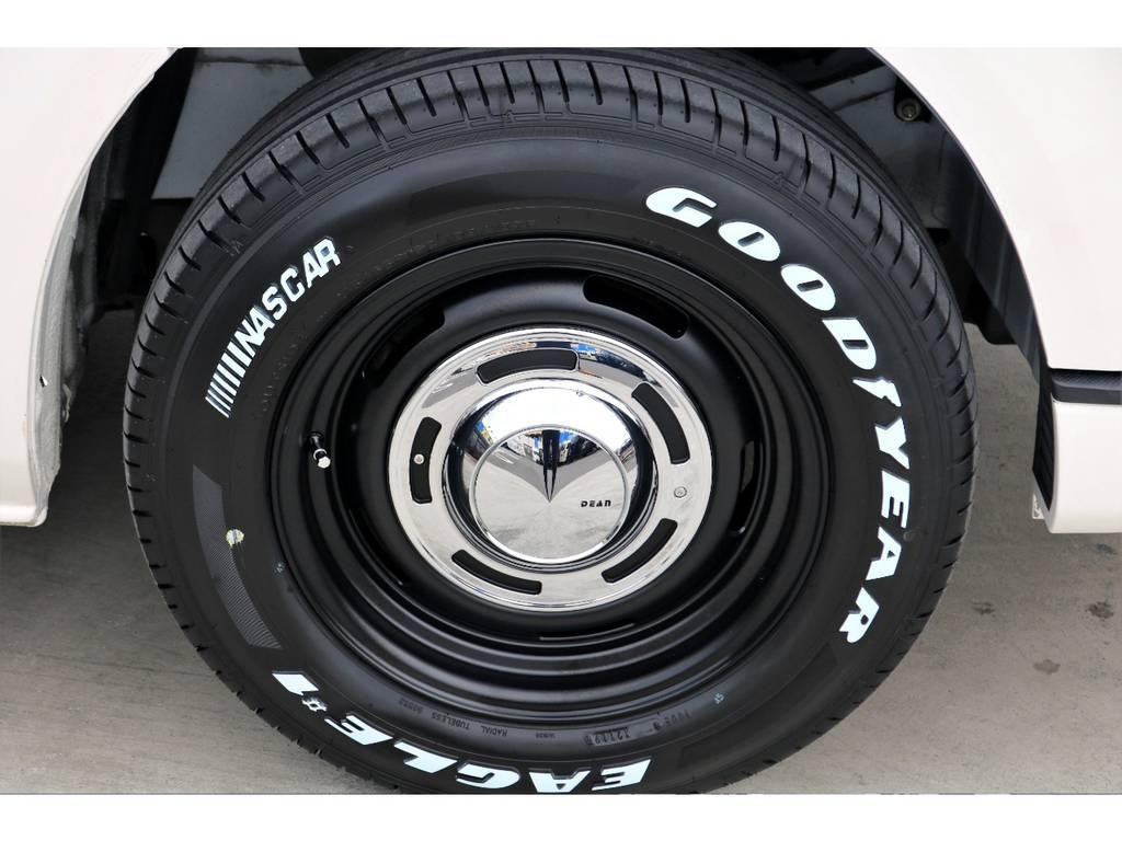 ナスカー ホワイトレタータイヤを合わせ、センターキャップ部からのデザインに華が咲きます♪ | トヨタ ハイエースバン 3.0 スーパーGL ロング ディーゼルターボ 4WD