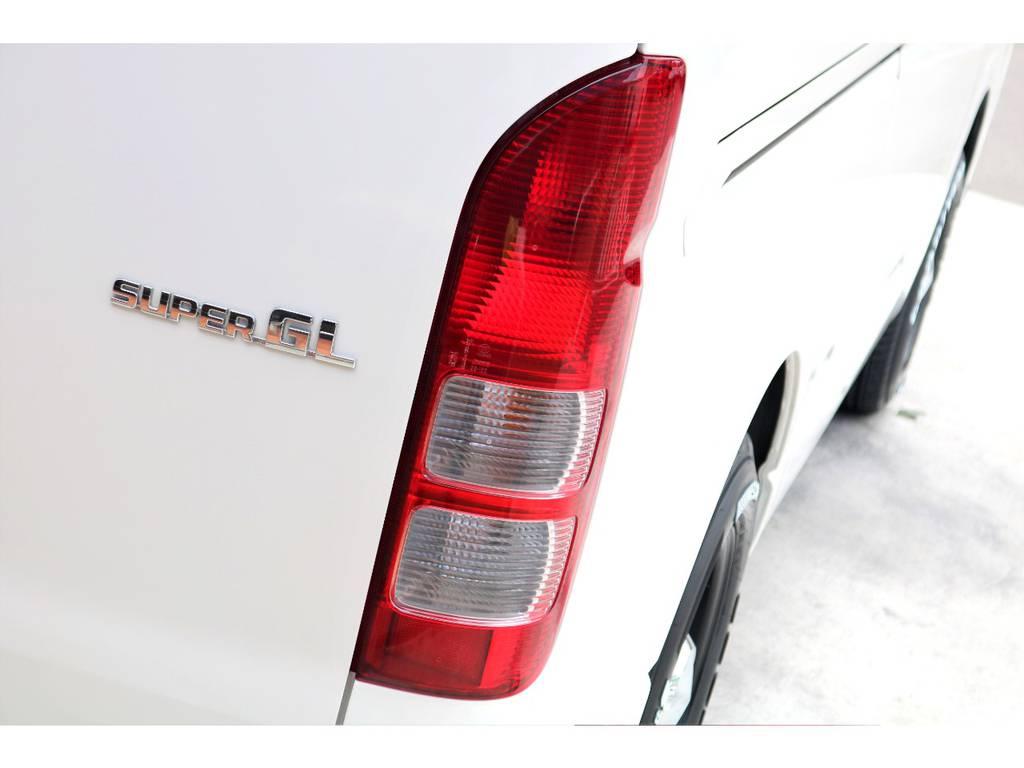 テールランプの交換承ります!各メーカーのカタログも豊富に取り揃えがございますので、ご用命下さい♪ | トヨタ ハイエースバン 3.0 スーパーGL ロング ディーゼルターボ 4WD