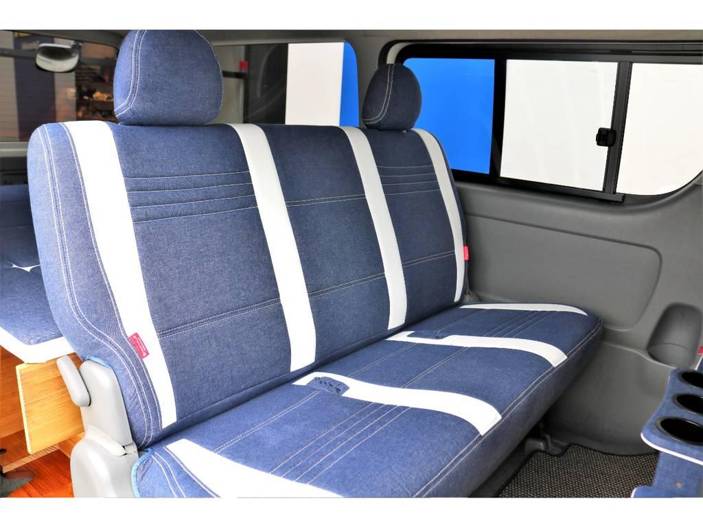 セカンドシートは背もたれも大きく3人がお座り頂いても、広々とご乗車が可能です