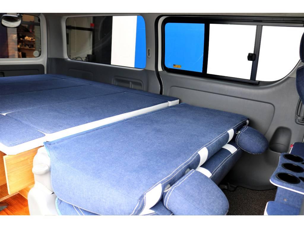 セカンドシートを折りたたむ事で、全長2mを超える寝台の完成です♪お仕事・趣味の空間に最適な広さを確保できます!!