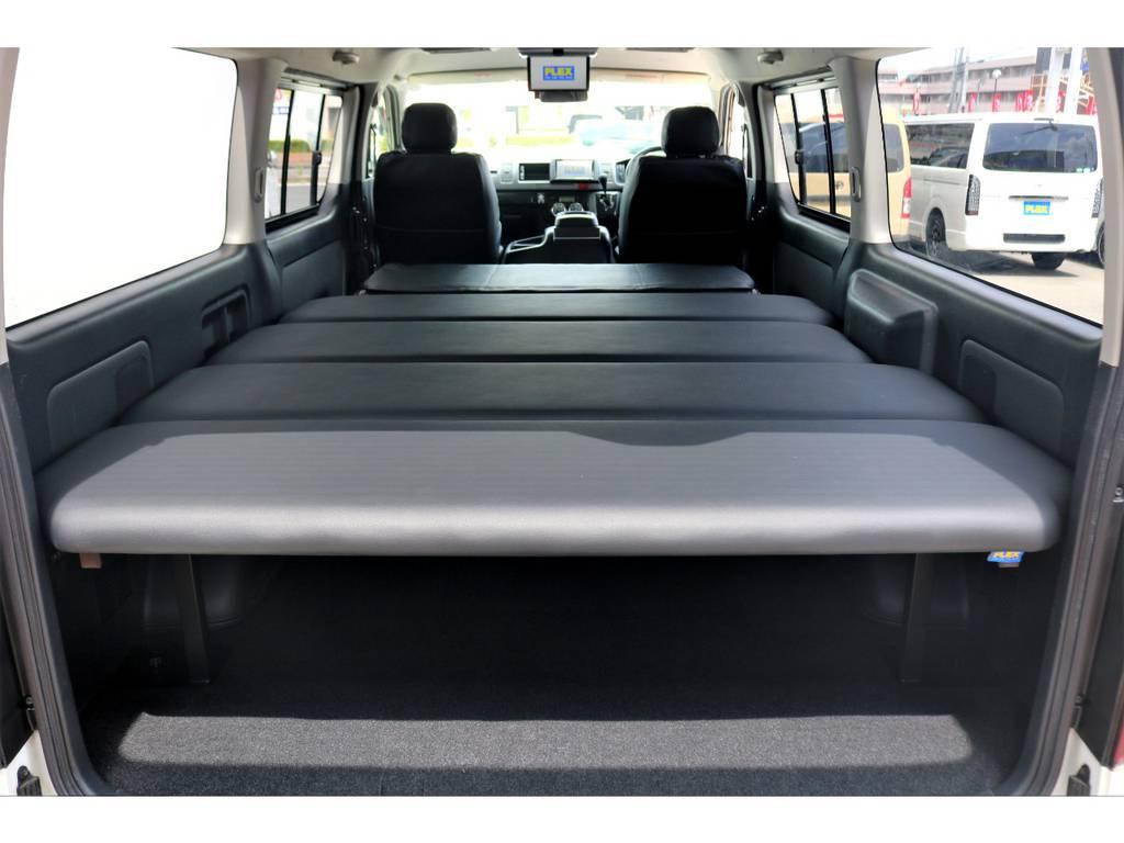 FLEXオリジナルのベッドキットを装着!高さ変更が可能で、居住スペースと荷台のバランスを調整できる強みがあります! | トヨタ ハイエースバン 3.0 スーパーGL ワイド ロング ミドルルーフ ディーゼルターボ