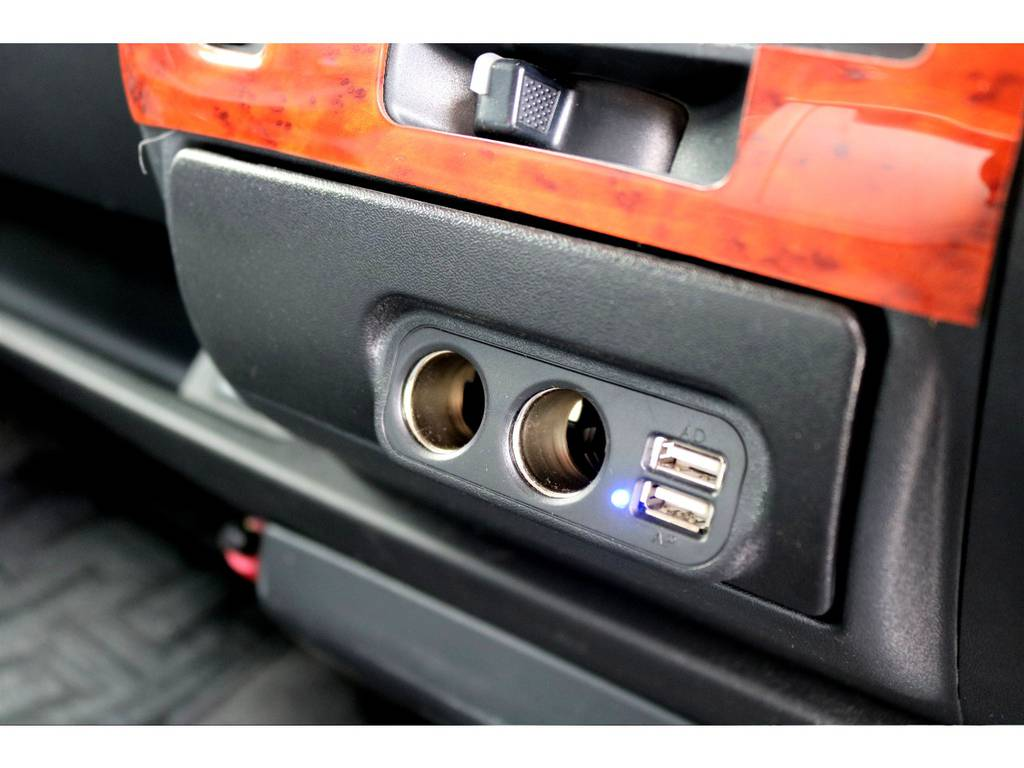 USBポートも搭載!!