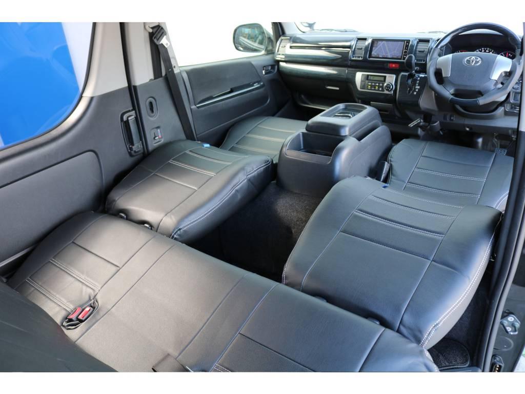 運転席・助手席は倒す事で簡易的なベッド空間を作成出来ます!