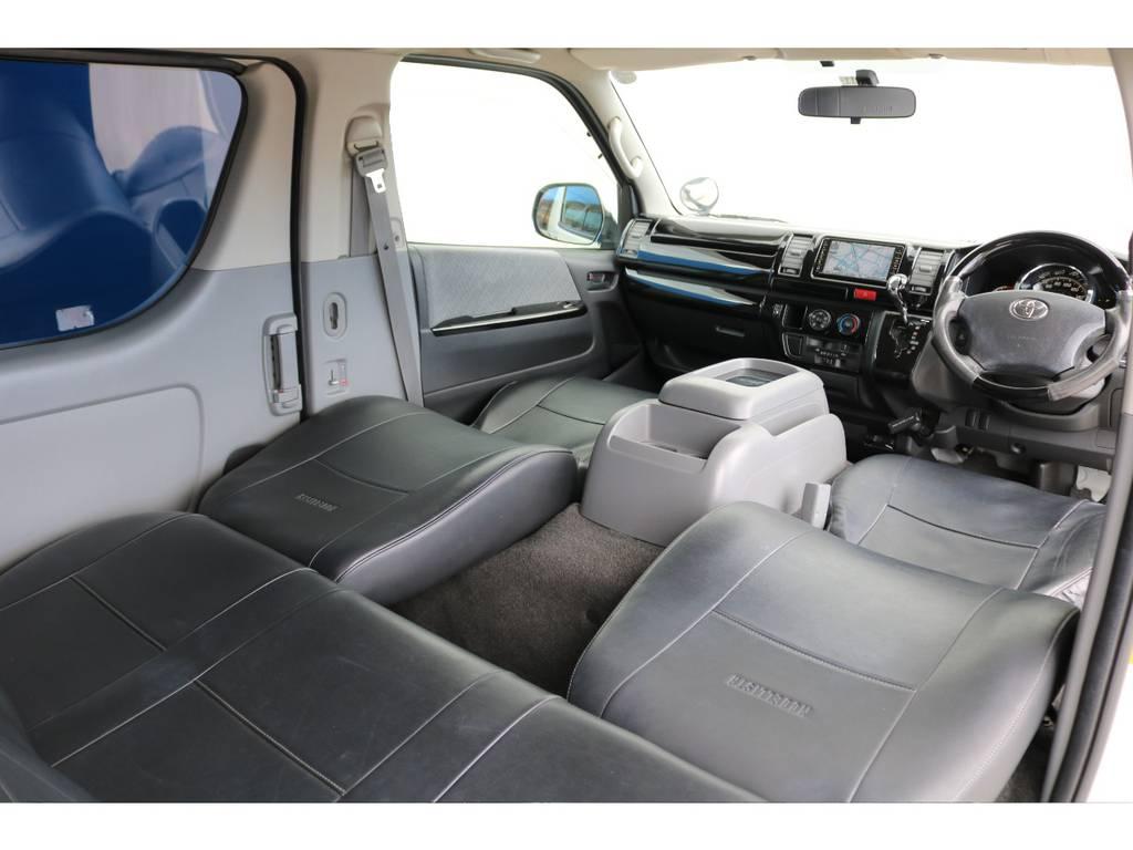 運転席・助手席は簡易的なベッド空間に変身します!