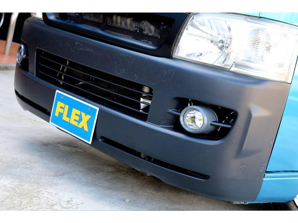 ブルーの車体にブラックのバンパーが迫力を演出!!